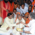 C.M.-Uttrakhand-&-Central-Environment-Minister-breaking-Fast-Unto-Death-of-GD-Aggarwal