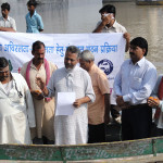 Reading-Oath-paper-to-save-River-Ganga